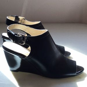 Bandolino peep toe wedge shoe